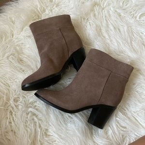 *NEW* Suede Kenneth Cole Booties
